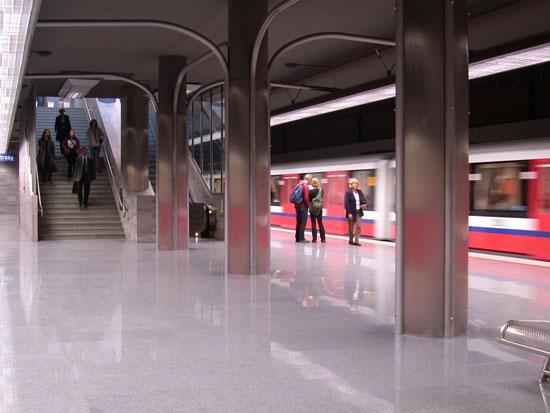 Stacje metra w Warszawie